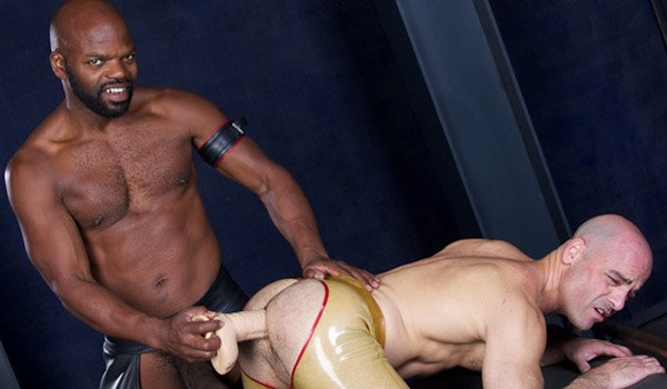 hardcore-dildo-insertion-at-cazzo-club