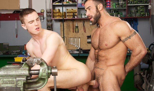 horny-gay-takes-it-up-his-ass